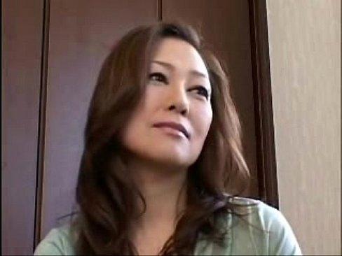 熟女の無料おばさん動画。男を誘ってセックスする綺麗な奥さん!
