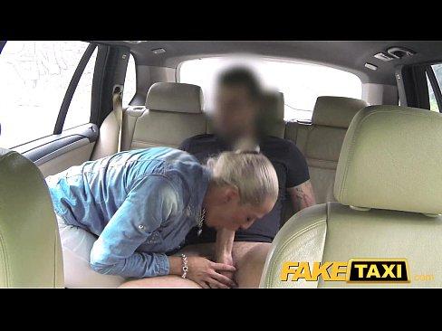 Таксист поимел красивую шлюху