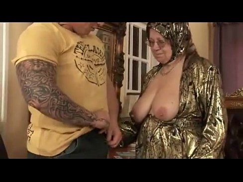 Phim sex phi công trẻ bóp vú bà già kinh vãi cặc