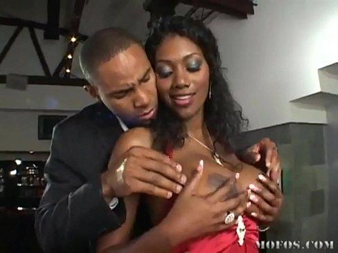 Nyomi Tomando Uma Rolada Do Namorado Negro
