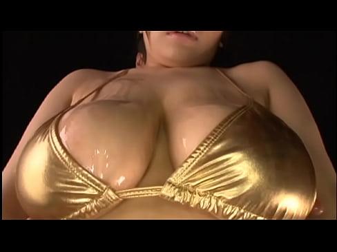 【無料エロ動画】巨乳タレントのパイ揉み&SEX映像