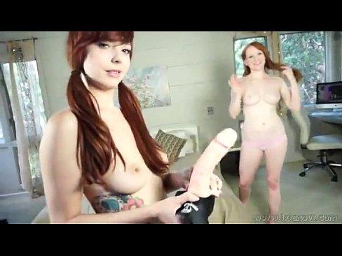 Lucy e amiga lesbica no steppon
