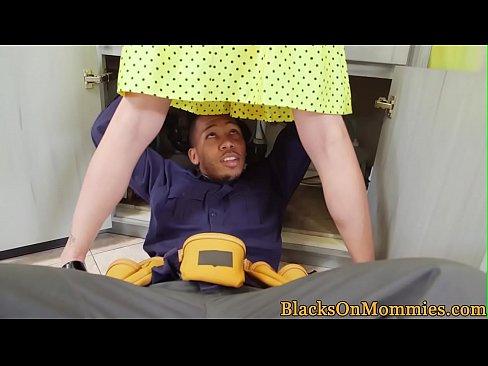 Housewife milf screwed by black handymen