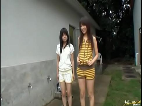 XVIDEO 美少女たちの野外放尿