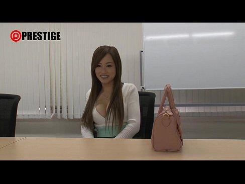 【桐嶋りの】巨乳お姉さんが素人男性のお宅訪問してねっとりディープキス...