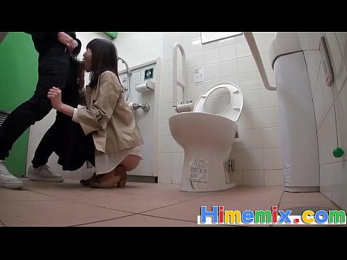 身障者用トイレで立ちバック!