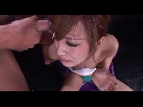 気の強そうなスケ番スレンダーギャルに輪姦顔射ぶっかけプレイ。顔中精子まみれに…
