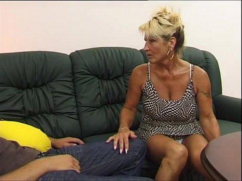 Зрелая тетка возбуждает племяника фото 625-474
