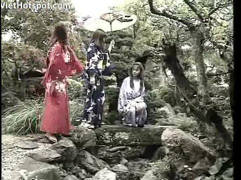 野外にて、金髪の白人の露出無料H動画。金髪白人やアジア系の美人が野外露出や着物姿を披露する外人の考えた日本的ヌードイメージビデオ  |美人X 美人専門XVIDEOSエロ動画まとめ