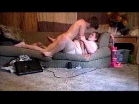 Mãe E Filho Fodendo No Sofá