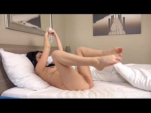 40 Weeks Pregnant and Masturbating in Bed!