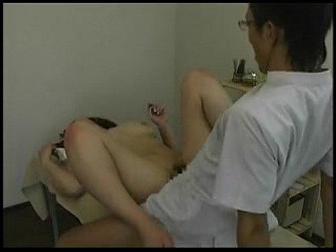 エロ整体師にグイグイ事を運ばれ拒むまもなくディープスロートFUCKで膣内マン射強姦されちゃう超乳娘を盗撮。。