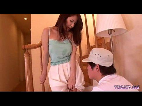 【xvideos】ノーブラの人妻のレイプ我慢無料H動画。【人妻動画】