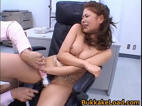松生彩 セクシーなOLは職場で上司に全裸にされてマンコを電マ責めされ...