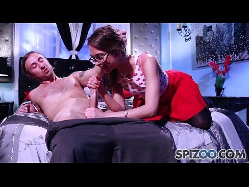 Tipa Sexy Se Excita Rau Cand Vorbeste Cu Baiatul De Care Ii Place Si Si-O Trage Cu El