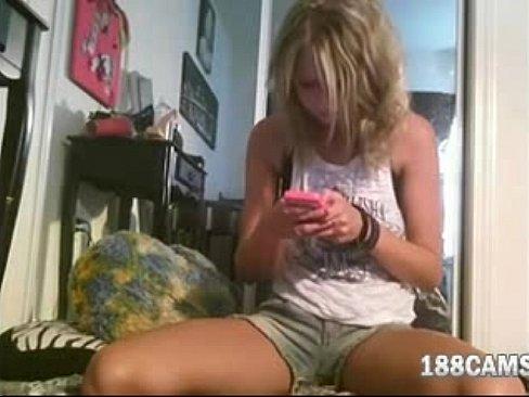 Gata em vídeo porno proibido na webcam