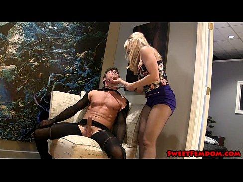 smotret-porno-video-zhenskoe-dominirovanie-v-bane