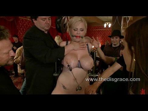 Порно видео рабыни на публике фото 695-64