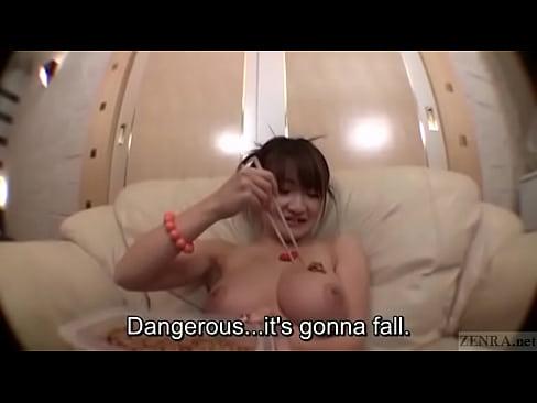 お姉さんの綺麗で大きなおっぱいに、納豆を大量にかけて汚していく動画