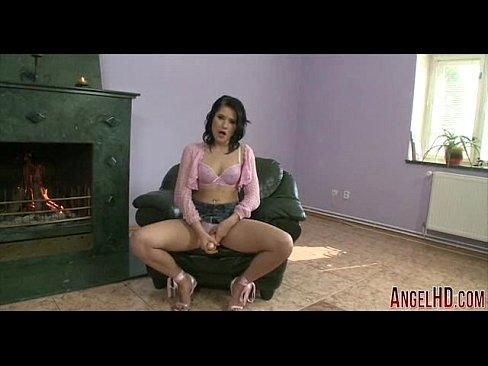 Девка сует в пизду туфли видео фото 690-55