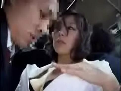 バスの中でキスを求めてくる変態美熟女に股間を生で握られ・・・