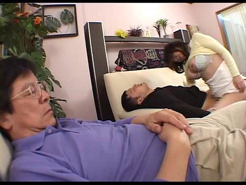 Gカップの巨乳な人妻は酔っぱらった勢いで旦那ではなく息子とエッチしち...