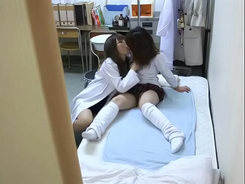 産婦人科にやって来た美しい乳10代小娘とモデル医師がまさかの展開にww禁断のレズビアンプレイ秘密撮影☆