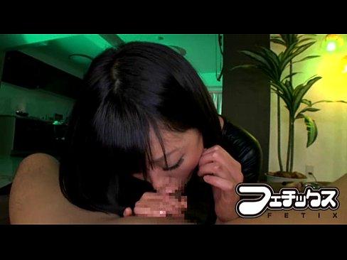 痴女のフェラ無料エロ動画。金玉まで凄い吸引で爆音響かせながら強力バキュームフェラで男を弄ぶ口淫痴女!