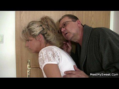 Ela adora montar a rola dele