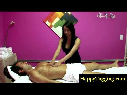 Massagista asiatica paga para chupar
