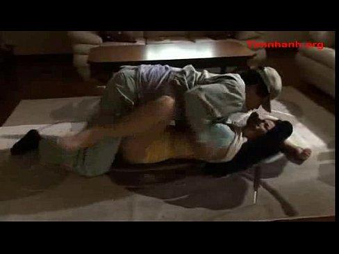 訪問販売の男に突然襲われ放心状態でセックスする人妻