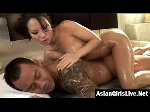 Deep cock sucking at the bathtub - XVIDEOS.COM