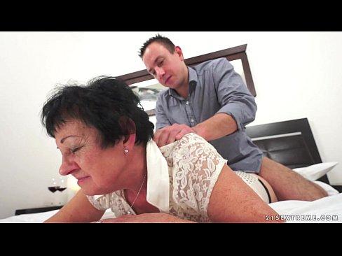 Kinky a vovó trepando depois da massagem