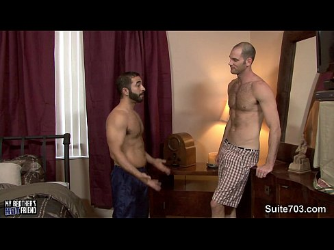 Videos gays .: baixinho barbudo dando cu pro magrelo gostoso
