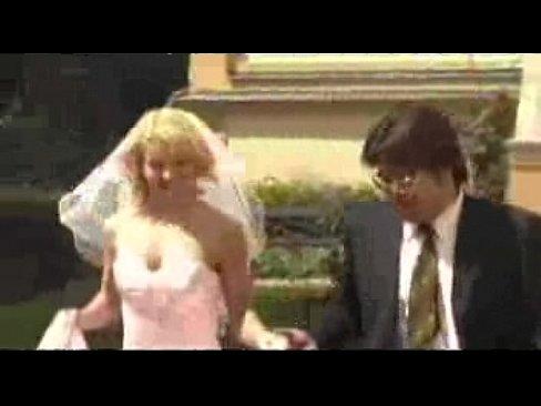 Азиаты трахают белых невест