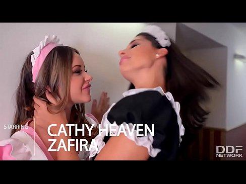 Patroa Lesbica Fode Com As Duas Empregadas Gostosas