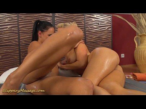 Lesbicas no orgasmo da massagem escorregadia