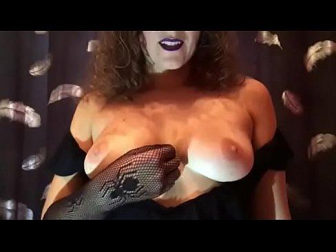 Halloween! La Strega Venus Ti Fa Mangiare La Tua Sborra! JOI CEI ITALIANO
