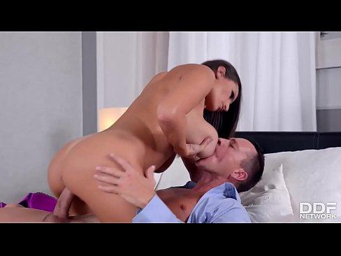 Garota Gostosa Dos Seios Grandes Me Levando Ao Orgasmo