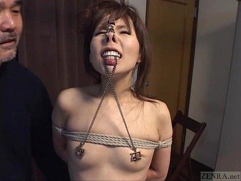 貧乳な秘書を緊縛吊し上げにし、鼻フックやニップルクリップを付け撮影する凌辱個人撮影。