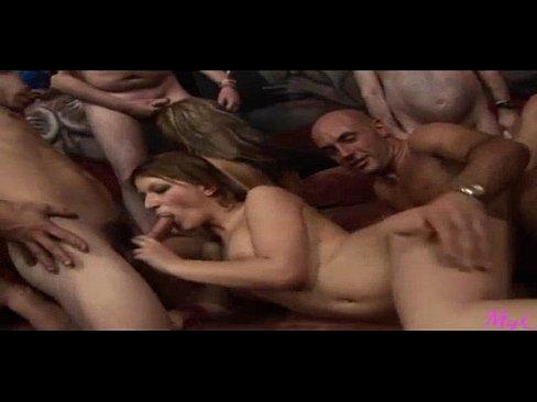 O Orgie Porno Cu Mai Multi Barbati Insurati Si Niste Prostituate