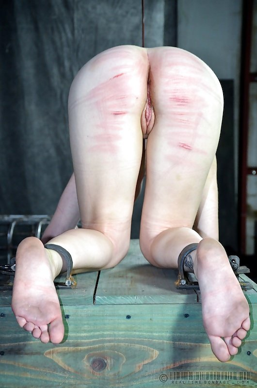 Ugly feet spank — pic 12