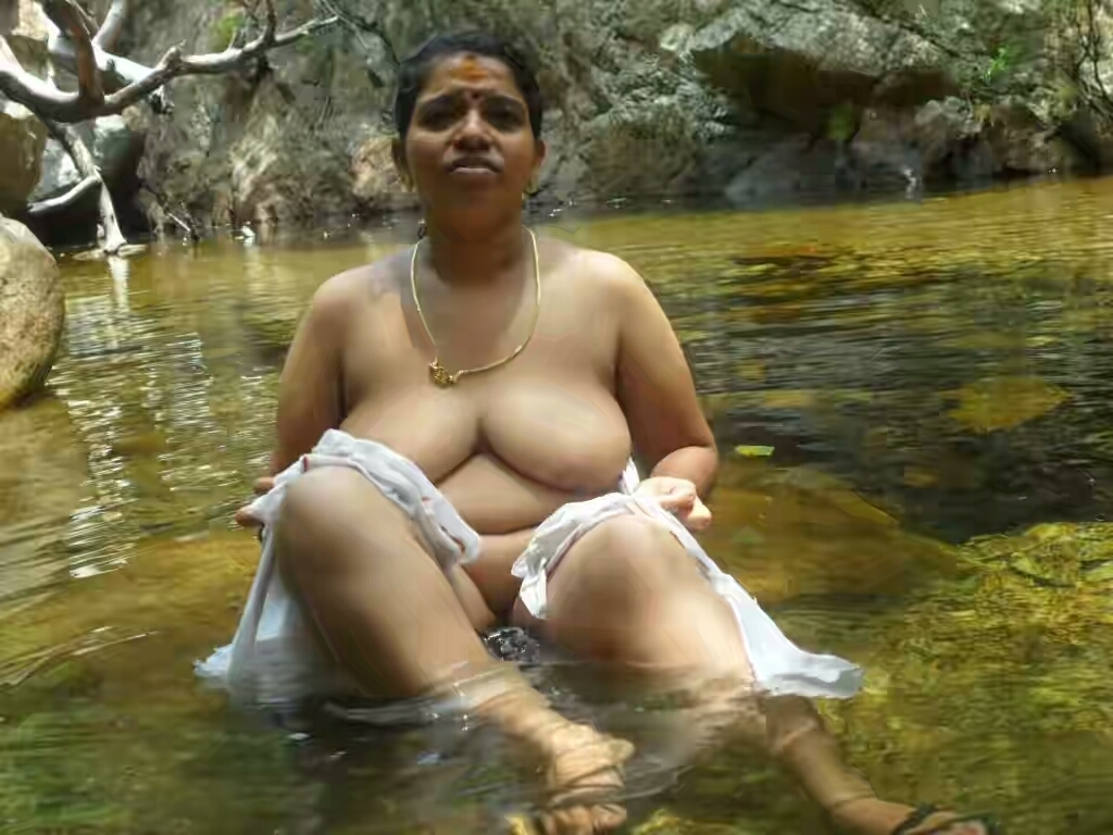 desi-aunty-big-boobs-bathing