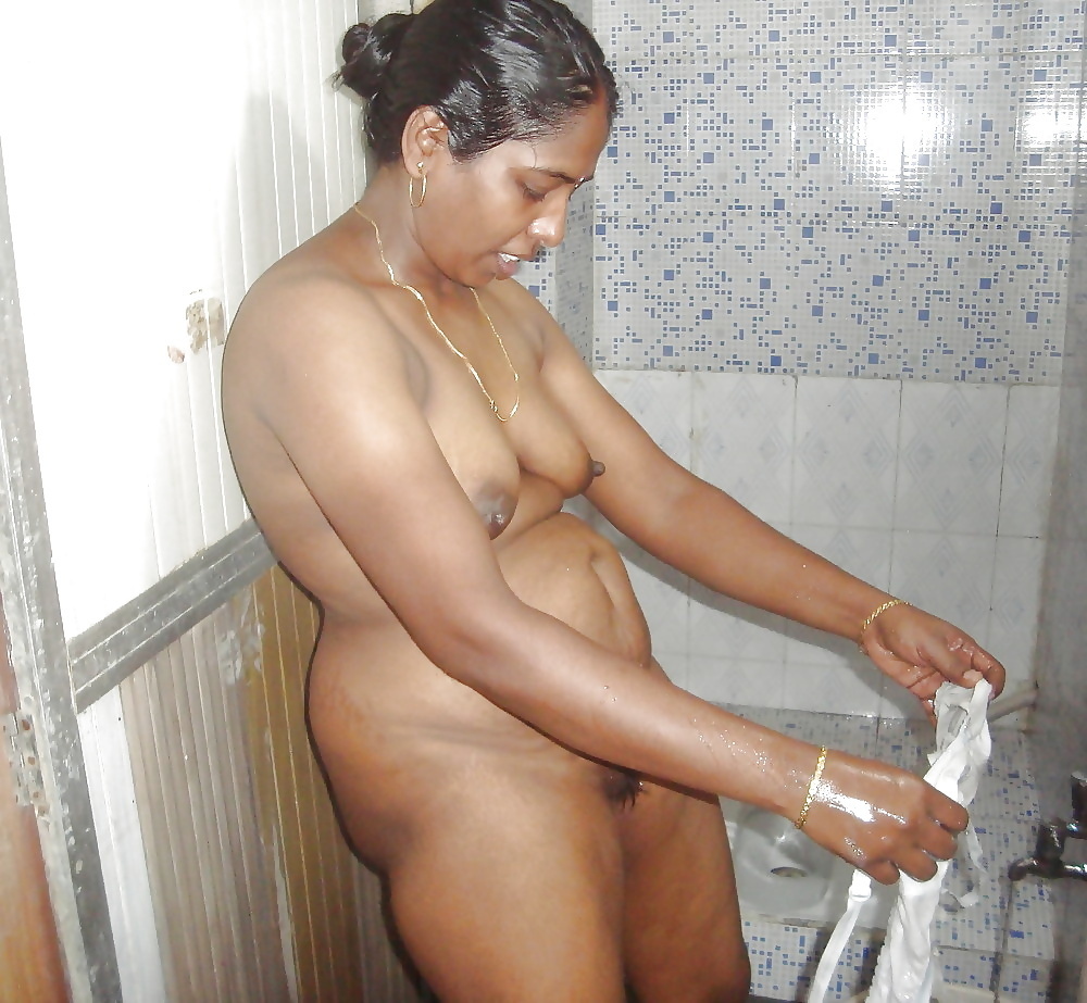 telugu-aunties-nude-in-bathroom-sex-hot-fat-nude-ladys