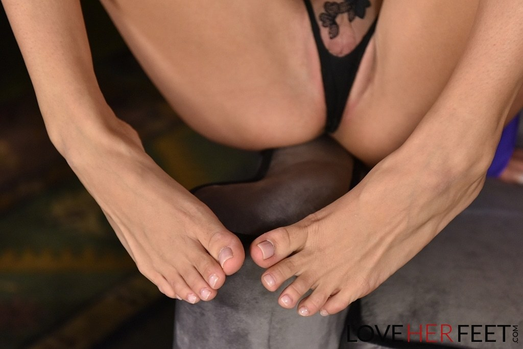 noami Foot fetish