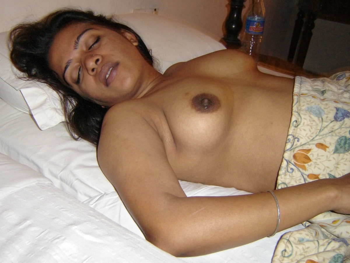 naked-sleeping-indian