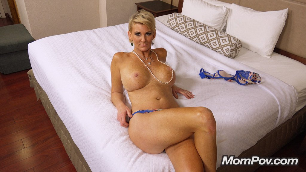 Mature Cougar Solo Squirting