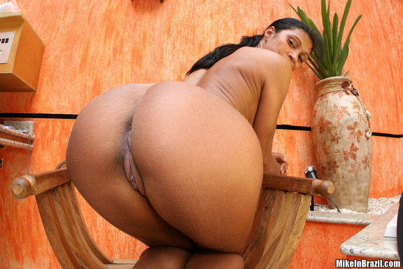 brazilian-porn-stars-with-big-ass-naked-party-girls