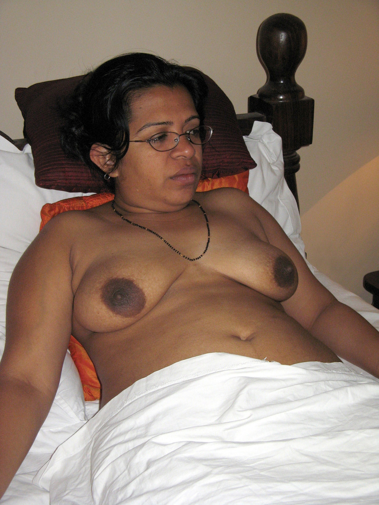 nude-north-indian-milf-canalis-nackt
