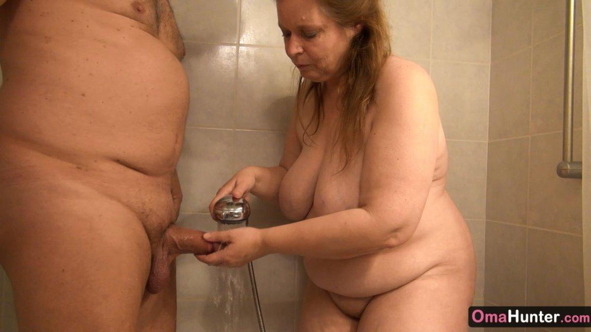 Sucking dick in shower